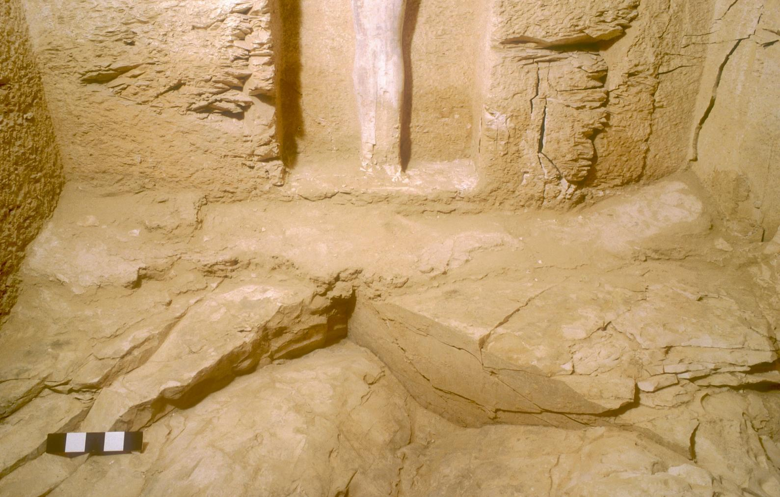 Remains of plaster flooring in corners near Osiris figure.